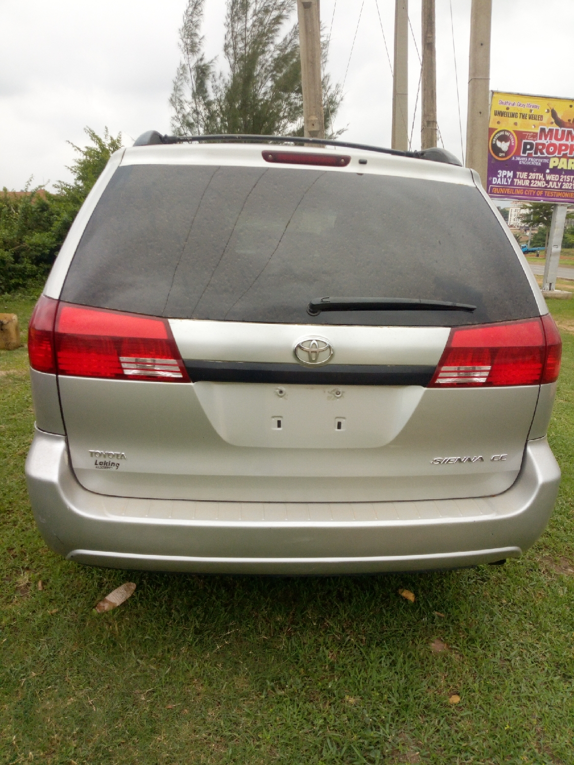 Toyota Sienna 2004 Silver | Cars for sale in Abuja (FCT) State, Gaduwa